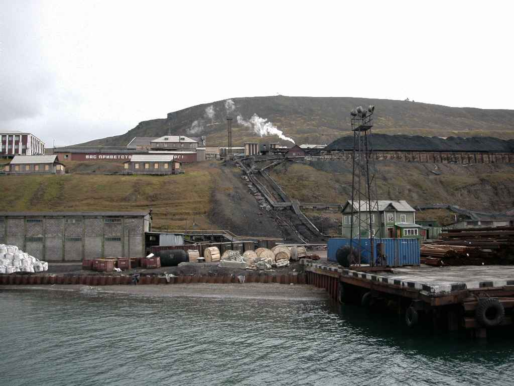 Barentsburg_haven1.jpg